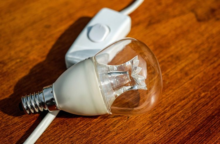 Lemputė ant stalo